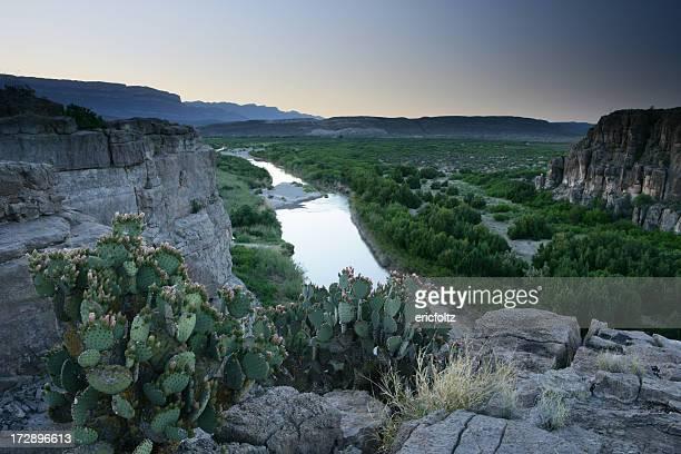 nosotros, la frontera con méxico - paisajes de mejico fotografías e imágenes de stock