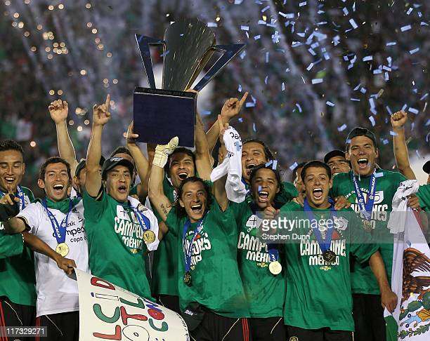 Mexico celebrates as they receive the trophy after the game with the United States in the 2011 CONCACAF Gold Championship at the Rose Bowl on June...