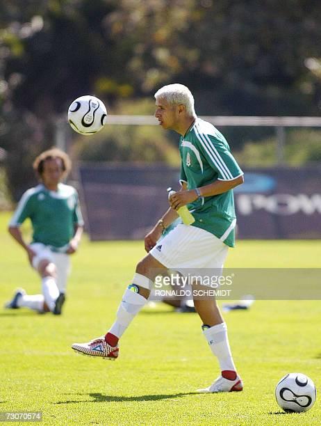 Adolfo Bautista delantero de la seleccion mexicana de futbol durante un entrenamiento en la ciudad de Mexico el 22 de enero 2007 Este es el primer...