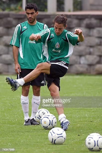 Andres Guardado y Neri Castillo jugadores de la seleccion mexicana de futbol participan de un entrenamiento en Ciudad de Mexico el 28 de mayo de 2007...