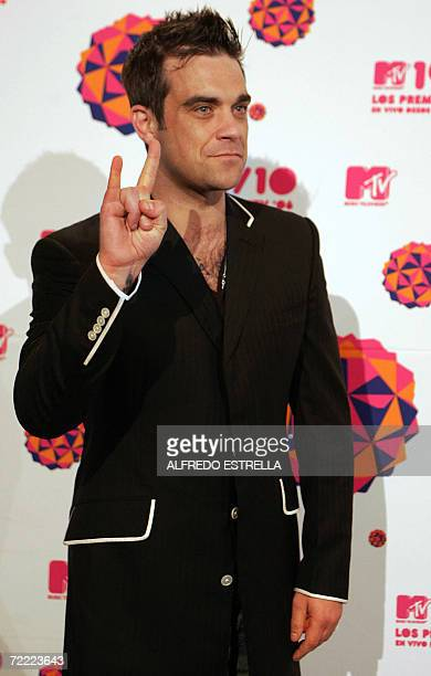 British singer Robbie Williams arrives at the MTV Latin America 2006 Music Awards in Mexico City 19 October 2006 AFP PHOTO/Alfredo ESTRELLA