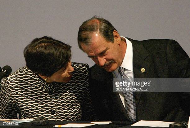 Diana Daniels President of the Assembly Inter American Press talks with the Mexican President Vicente Fox during the opening of the 62nd Assembly...