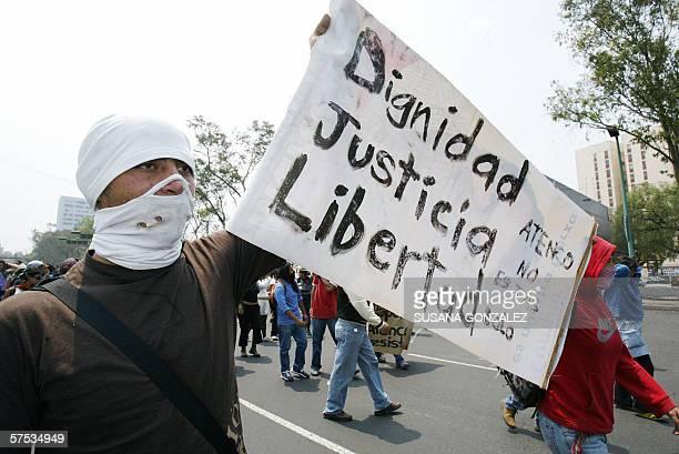 Estudiantes de la Universidad Autonoma de Mexico bloquean diversas calles de Ciudad de Mexico el 04 mayo 2006 en protesta a los disturbios que...