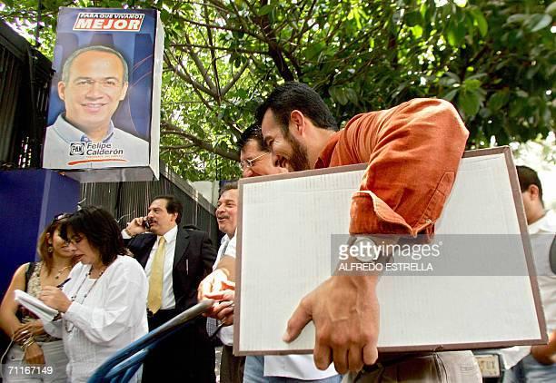 Integrantes del Partido de la Revolucion Democratica del candidato presidencial izquierdista Andres Manuel Lopez, llegan a la casa de campana del...