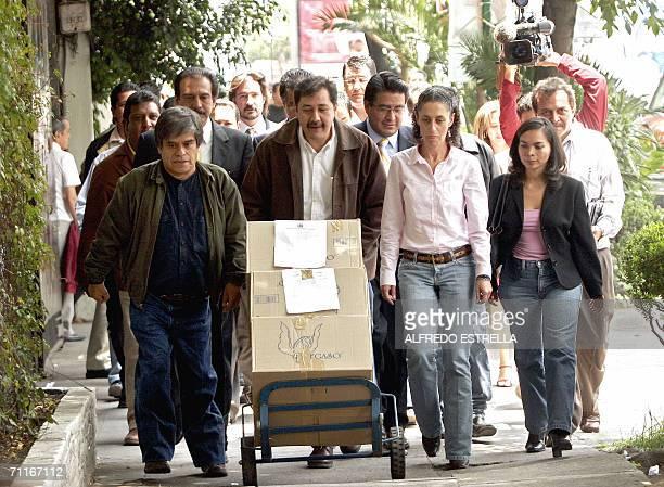 Los voceros del candidato presidencial izquierdista Andres Manuel Lopez del Partido de la Revolucion Democratica Gerardo Fernandez y Claudia...