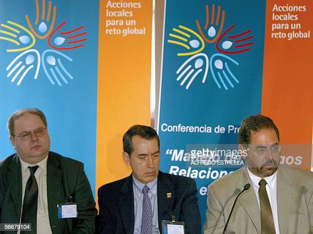 Michel Rosengaus Gerente del Servicio Metereologico Nacional habla en conferencia de prensa acompanado de Claudio Caponi de la Organizacion...