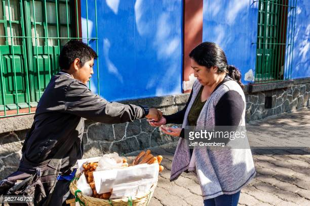 Mexico City, Museo Frida Kahlo, Caza Azul, Churro vendor.