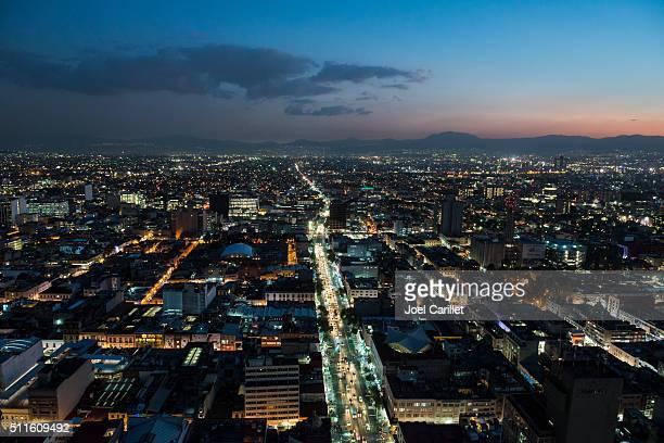 mexico city skyline at dusk - mexico stad stockfoto's en -beelden