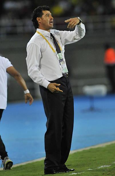 mexico-coach-juan-carlo-chavez-gestures-