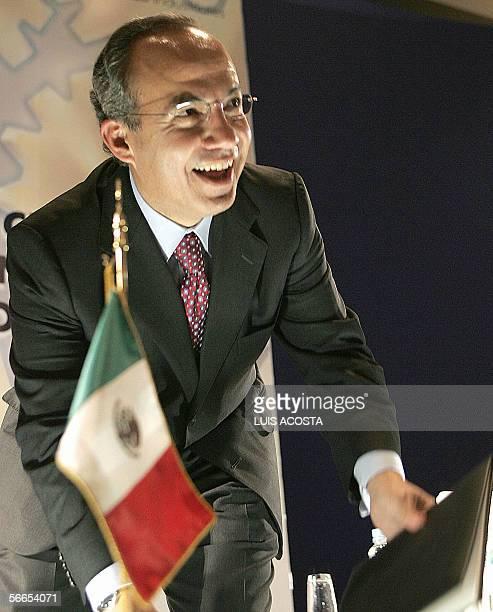 El candidato presidencial del partido de Accion Nacional Felipe Calderon sonrie durante la convencion anual de Industriales en la ciudad de Mexico el...