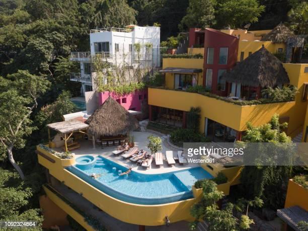 mexico, jalisco, mismaloya near puerto vallarta, luxury vacation villa - jalisco fotografías e imágenes de stock