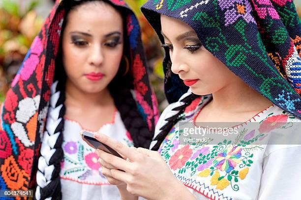 mexico, jalisco, xiutla dancer, folkloristic mexican dancer with smartphone - indigenas mexicanos fotografías e imágenes de stock