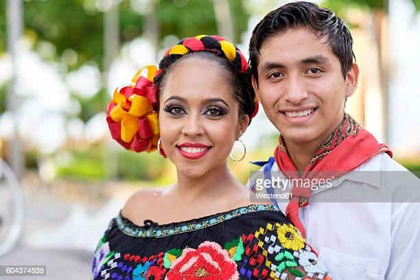 mexico, jalisco, xiutla dancer, folkloristic mexican dancers - cultura mexicana fotografías e imágenes de stock
