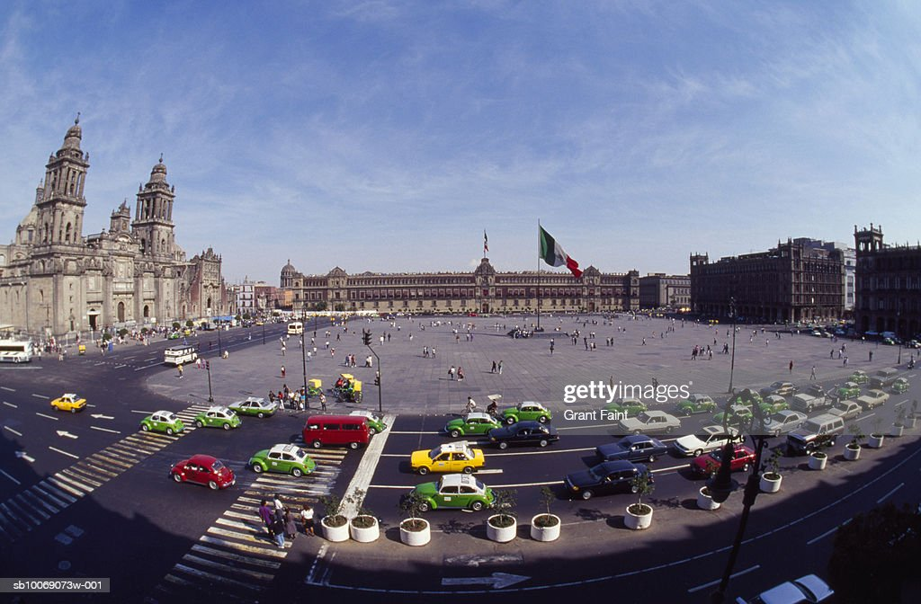 Mexico, Mexico City, traffic on el Zocalo city square, elevated view, fish eye view : Stockfoto
