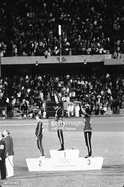 Mexico Olympics Games 1968. Les JO de Mexico du 12 au 27 octobre 1968. Athlétisme. Les athlètes noirs américains protestent aux JO de Mexico 1968 :...