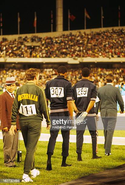 Mexico Olympics Games 1968 Les JO de Mexico du 12 au 27 octobre 1968 Athlétisme 200 mètres hommes De g à dr les trois vainqueurs l'Australien Peter...