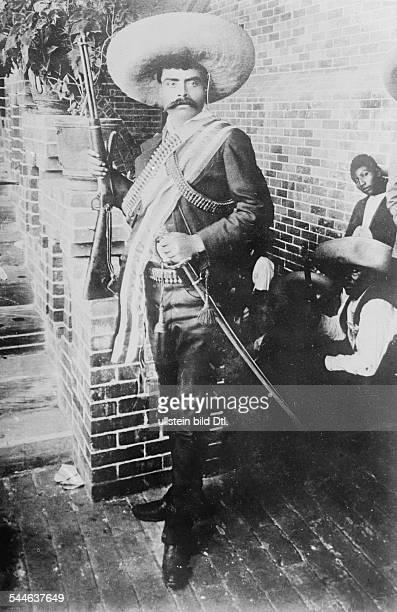 Mexico Revolution 1911-29 Emiliano Zapata Salazar *08.08.1879-+ Revolutionary, Mexico Portrait with sombrero, gun, and rapier during the Mexican...