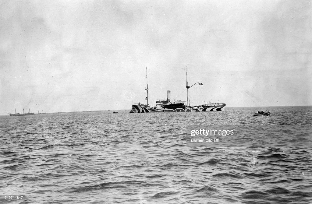 Mexico Revolution 1911-29 Gunboat 'Zarragossa' of the Huerta administration in front of the port of Veracruz - January 1914 : News Photo