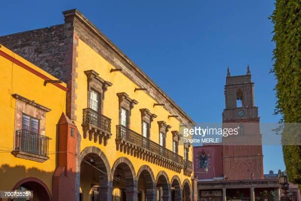 Mexico, State of Guanajuato, San Miguel de Allende, Portal de Guadalupe and San Rafael church