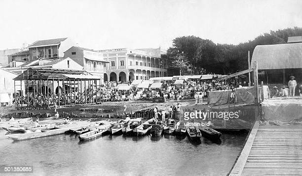 Market place in front of a pier date unknown