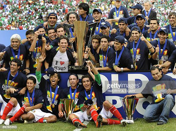 Mexico team holds the Gold Cup after defeating the USA 50 in the CONCACAF Gold Cup final soccer match July 26 2009 at Giants Stadium in East...