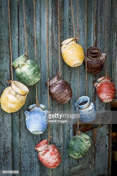 mexico, todos santos. local pottery for sale. - todos santos mexico fotografías e imágenes de stock