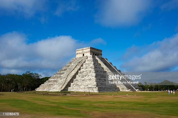 mexico, yucatan, chichen itza, pyramid el castillo - yucatan stock pictures, royalty-free photos & images