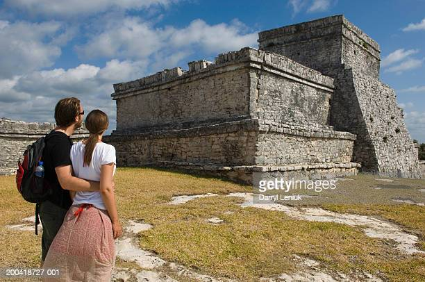 mexico, yucatan peninsula, quintana roo, tulum, couple beside ruins - old ruin stock pictures, royalty-free photos & images