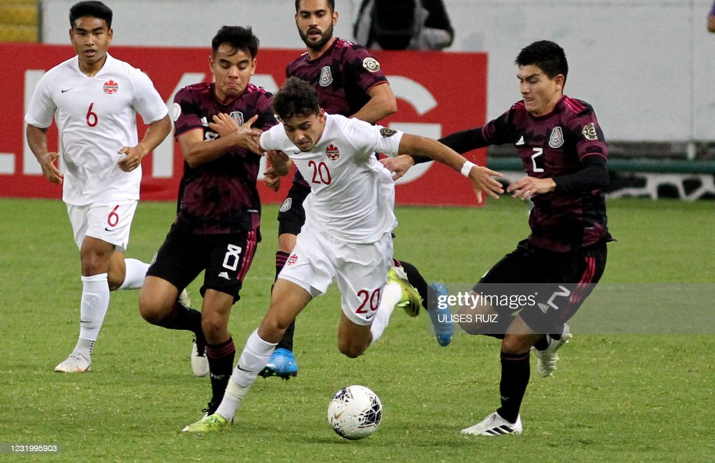 FBL-OLY-2020-2021-CONCACAF-MEX-CAN : News Photo