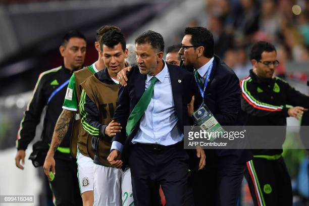 Mexico's Colombian coach Juan Carlos Osorio reacts during the 2017 Confederations Cup group A football match between Mexico and New Zealand at the...