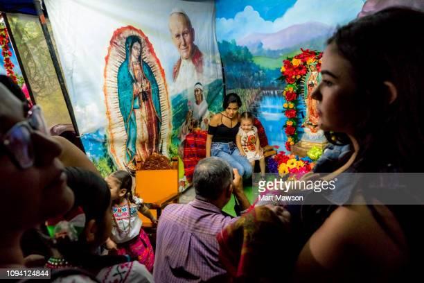 mexico's day of the virgin of guadalupe - festival de la virgen de guadalupe fotografías e imágenes de stock