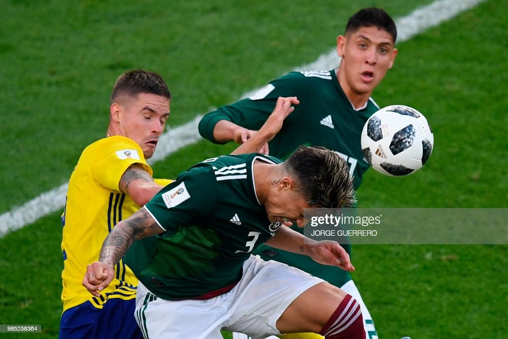TOPSHOT - Mexico's defender Carlos Salcedo, Mexico's defender Edson Alvarez and Sweden's defender Mikael Lustig vie for the ball during the Russia 2018 World Cup Group F football match between Mexico and Sweden at the Ekaterinburg Arena in Ekaterinburg on June 27, 2018. (Photo by JORGE GUERRERO / AFP) / RESTRICTED