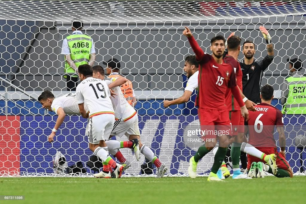 TOPSHOT - Mexico's defender Hector Moreno (L) celebrates with team mates after scoring during the 2017 Confederations Cup group A football match between Portugal and Mexico at the Kazan Arena in Kazan on June 18, 2017. /