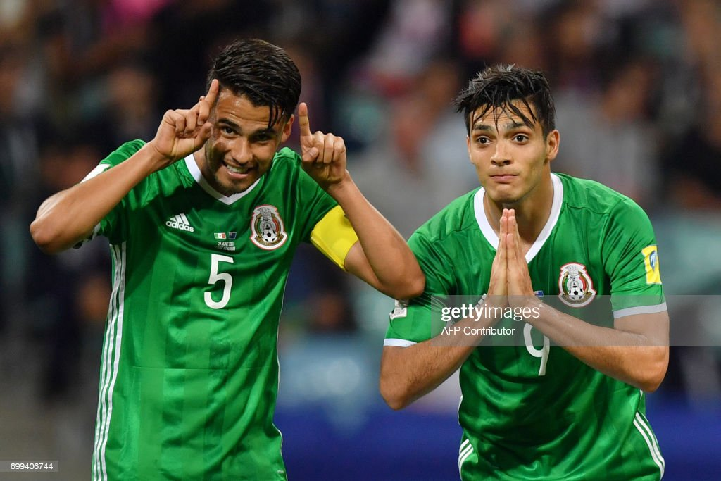 TOPSHOT - Mexico's forward Raul Jimenez (R) celebrates with Mexico's defender Diego Reyes after scoring a goal during the 2017 Confederations Cup group A football match between Mexico and New Zealand at the Fisht Stadium in Sochi on June 21, 2017. / AFP PHOTO / Yuri CORTEZ