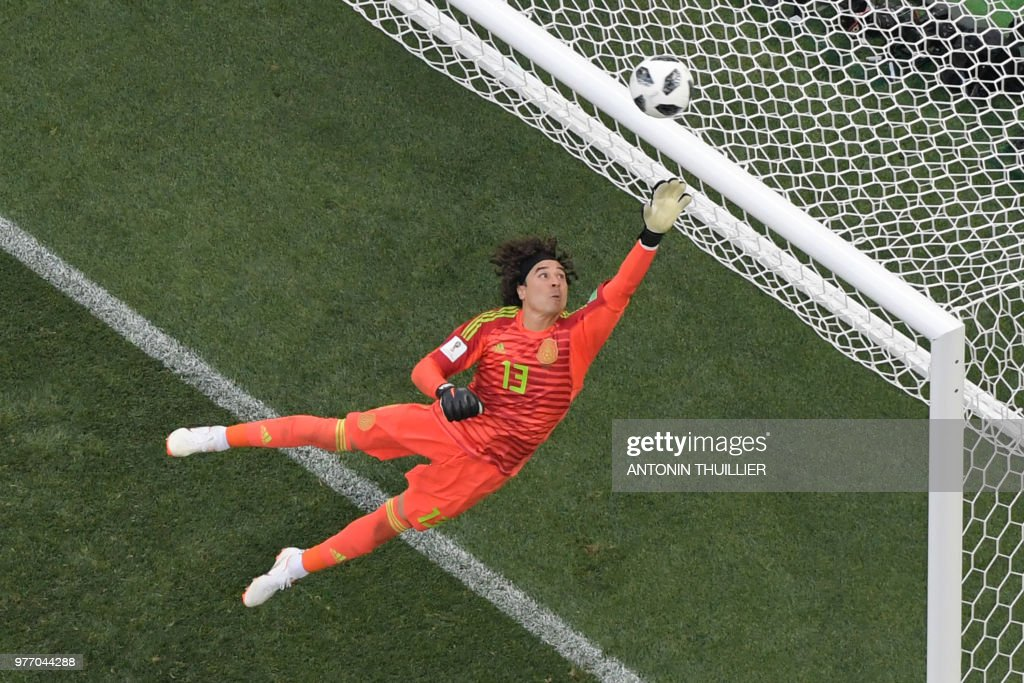 TOPSHOT - Mexico's goalkeeper Guillermo Ochoa in action during the Russia 2018 World Cup Group F football match between Germany and Mexico at the Luzhniki Stadium in Moscow on June 17, 2018. (Photo by Antonin THUILLIER / AFP) / RESTRICTED