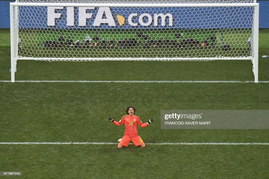 TOPSHOT - Mexico's goalkeeper Guillermo Ochoa reacts at the end of the Russia 2018 World Cup Group F football match between Germany and Mexico at the Luzhniki Stadium in Moscow on June 17, 2018. (Photo by François-Xavier MARIT / AFP) / RESTRICTED
