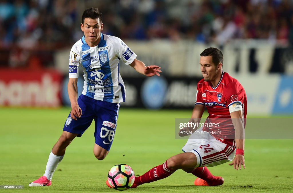 Mexico's Pachuca player Hirving Rodrigo Lozano (L) vies for the ball with Matt Hedges (R) of FC Dallas of the US, during their CONCACAF Champions League semifinal football match at the Miguel Hidalgo stadium in Pachuca, Hidalgo State, on April 4, 2017. /