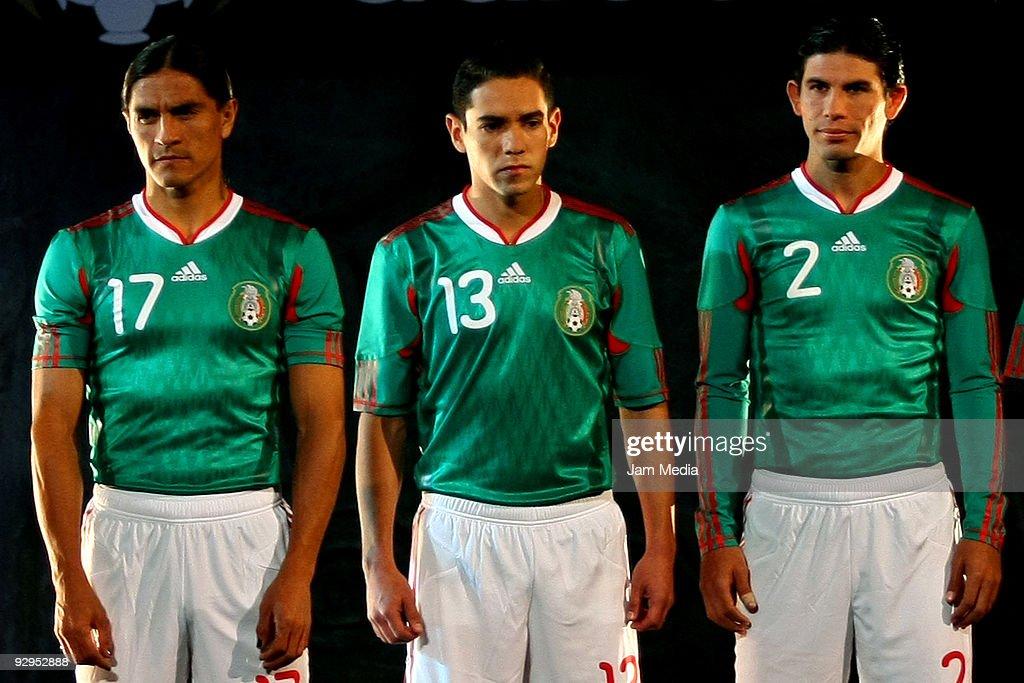 separation shoes 48afa e5841 Mexico's players Juan Francisco Palencia, Oscar Rojas and ...