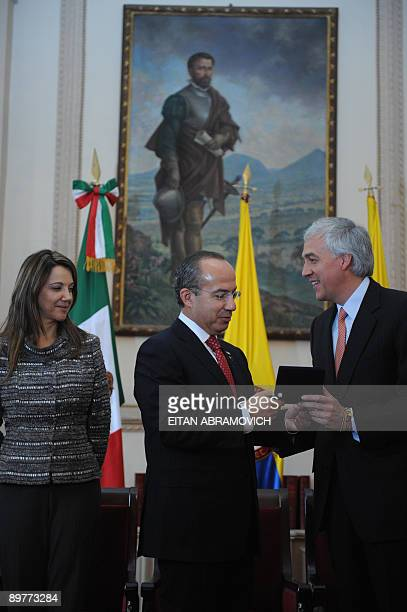 Mexico's President Felipe Calderon receives the keys of the city of Bogota from Mayor Samuel Moreno as his wife Cristina Gonzales observes at the...