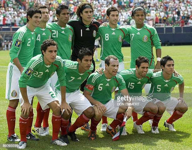 Mexico's soccer team lines up for a photo before the finals of the CONCACAF Gold Cup soccer tournament July 26 2009 at Giants Stadium in East...