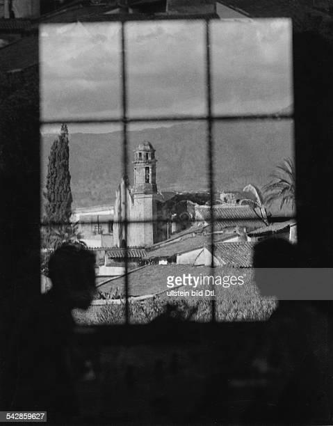 MexikoCity Blick durch ein Fenster auf eine Kirche 1934Fotografie Martin Munkacsy