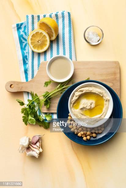 メゼ:フムスと食材静物 - ハマス ストックフォトと画像