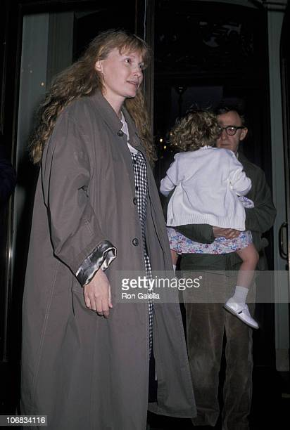 Mia Farrow Dylan Farrow and Woody Allen during Mia Farrow and Woody Allen Sighting at Her Apartment in New York City May 2 1989 at Mia Farrow's...