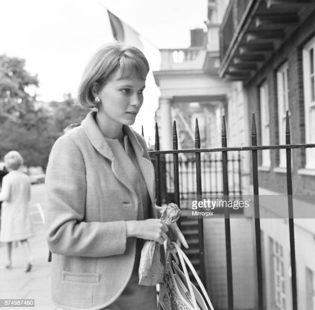 Mia Farrow wife of Frank Sinatra seen here returning to her Grosvenor Square apartment after a shopping trip in town She was still wearing the blonde...