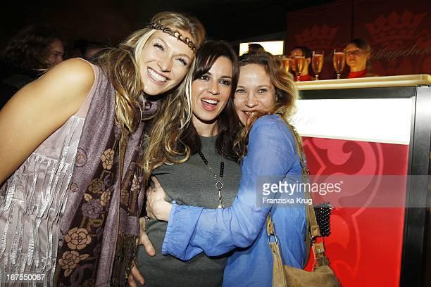 """Mia Florentine Weiss + Natalia Avelon Und Jeanette Hain Bei Der """"Tele 5 Director'S Cut Night"""" In Der Puro Sky Lounge Bei Der 60. Berlinale In Berlin"""