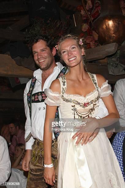 Mia Florentine Weiss Und Ihr Freund Tobias Schreiber Feiern Im Käfer Festzelt Auf Dem Oktoberfest In München