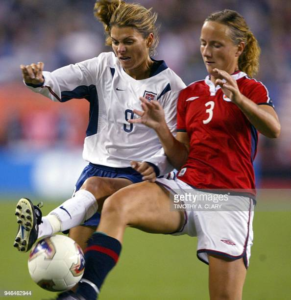 Mia Hamm of the US fights for the ball with Norway's Ane Stangeland during their FIFA 2003 Women's World Cup quarterfinal soccer match 01 October at...