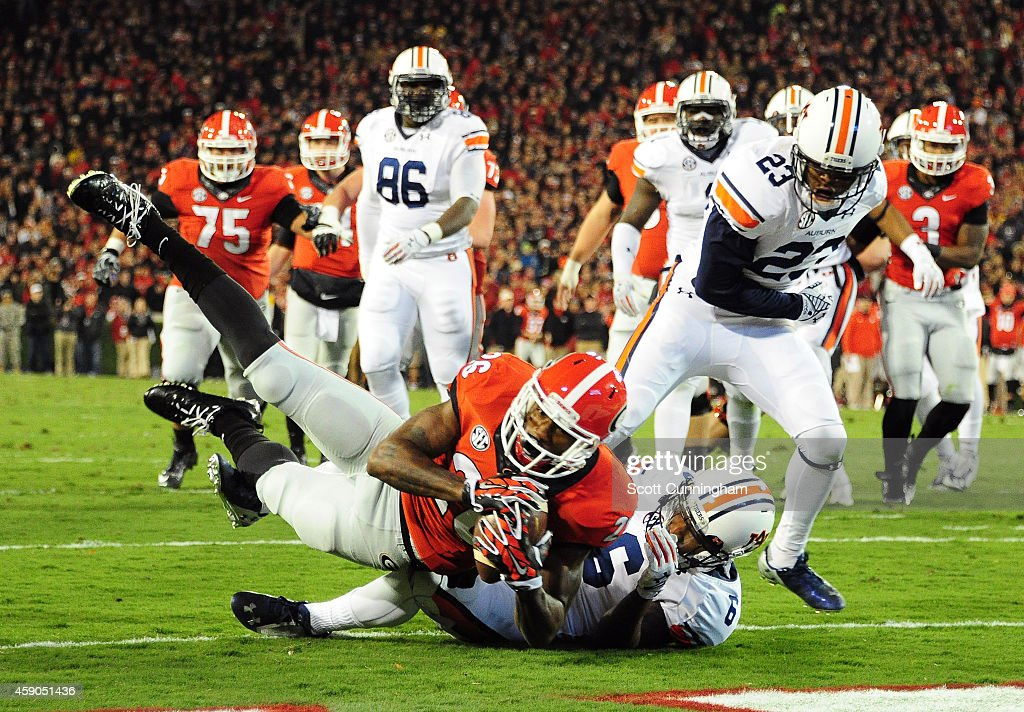 Mialcolm Mitchell #26 of the Georgia Bulldogs makes a catch for a touchdown against the Auburn Tigers at Sanford Stadium on November 15, 2014 in Athens, Georgia.