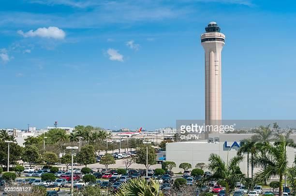 torre de control de tráfico aéreo de miami - aeropuerto internacional de miami fotografías e imágenes de stock