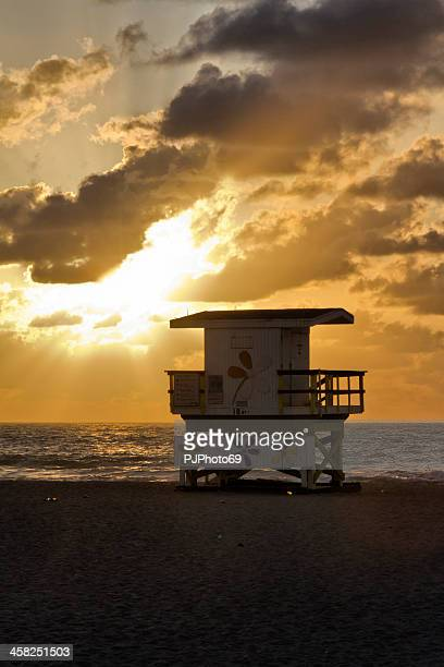 miami beach - the lifeguard hut - pjphoto69 stock pictures, royalty-free photos & images